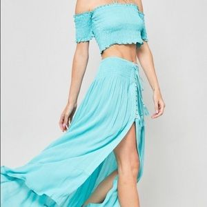 Dresses & Skirts - 🌸NEW ARRIVAL🌸2 pc set -crop top/ maxi skirt